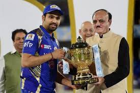 captain rohit sharma with ipl2019 trophy